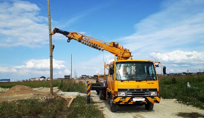 Ямобур и столб деревянный в ленинградской области