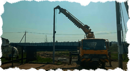 монтаж столба электричества на участке
